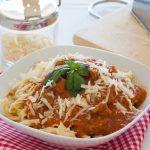 Fettuccini con ragú de ternera de pasta fresca