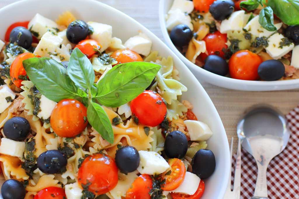 ensalada de pasta, mozarella y atún