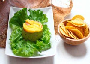 guacamole con mango y langostinos