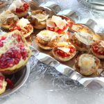 Mini tartaletas de pimientos confitados y de cebolla caramelizada con queso de cabra