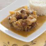 Pechuga de pollo al curry con piña