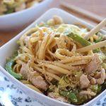 Tallarines chinos con pollo, pimientos y soja