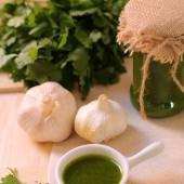 Mojo de cilantro, una delicia de la cocina canaria.