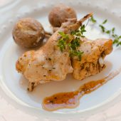 Conejo en salmorejo al horno, receta canaria tradicional