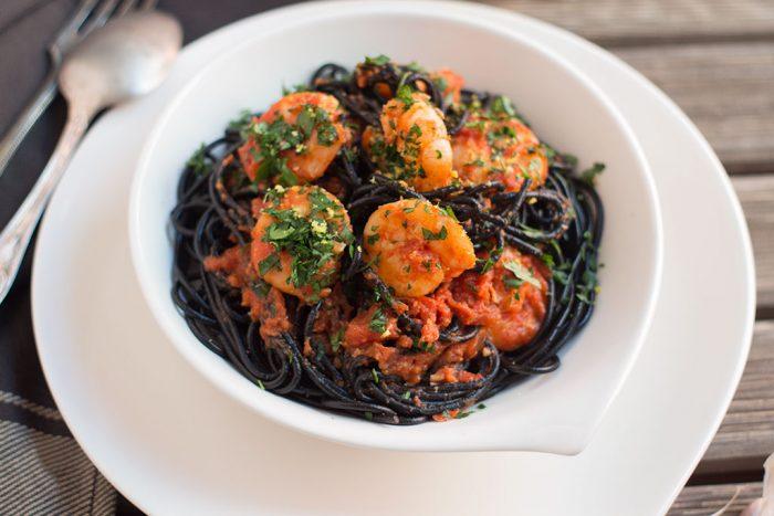 espaguetis negros con gambas