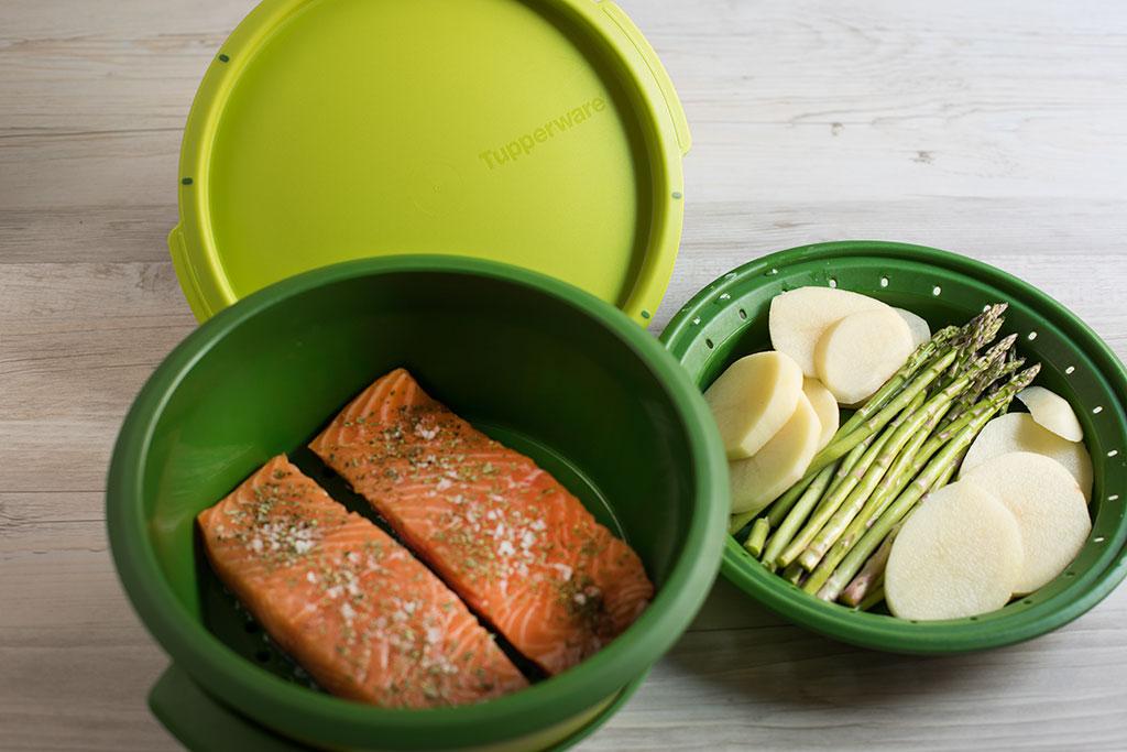 salmon-al-vapor en microserver de tupperware