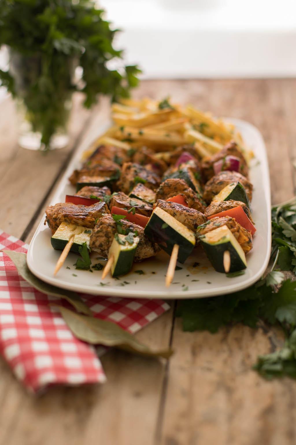 pinchos de carne fiesta con verduras