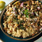 Ensalada de garbanzos y quinoa real con un toque marroquí